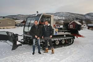 Jan Are og Torstein ser fram til å ta maskinen i bruk
